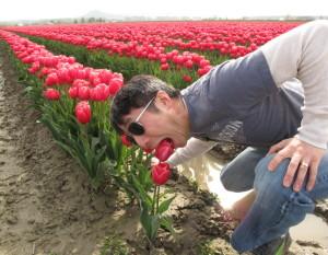 Andrew-eating-tulip-720x560